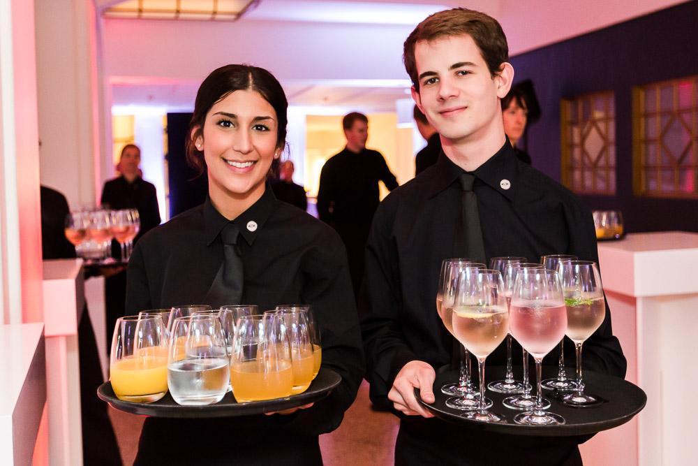 preisverleihung Curiohaus Eventfotografie Hamburg Kellner mit Getränken