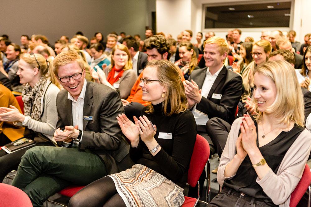 Vortrag Tagung Fotografie Noflash Webmontag Hamburg applaus Publikum